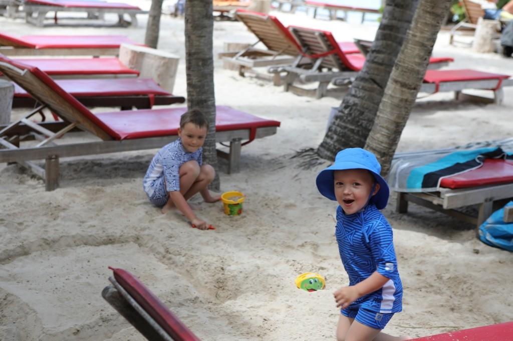 006 043 Mambo Beach_resize
